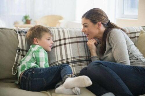 Pour que le télétravail avec des enfants fonctionne, il faut leur expliquer la situation