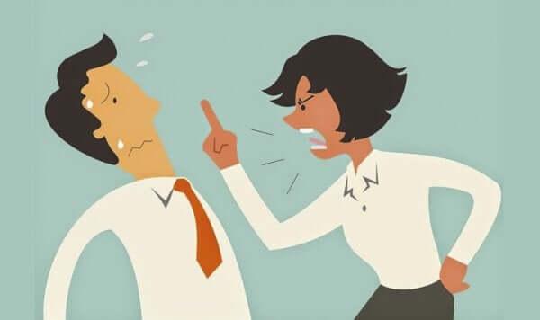 Deux personnes en train de disputer à base d'arguments ad hominem