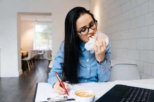 Stress et alimentation : pourquoi mangeons-nous plus lorsque nous sommes stressés ?