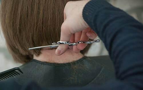 Se couper les cheveux : faites-le chez vous !