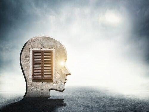 Une fenêtre dans l'esprit d'une personne représentant le déconfinement