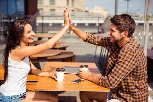 Les femmes et les hommes peuvent-ils juste être amis ?