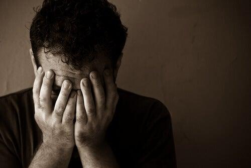 La maladie mentale chez un homme.
