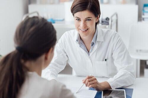 Une patiente prenant de l'eskétamine sous surveillance de son médecin