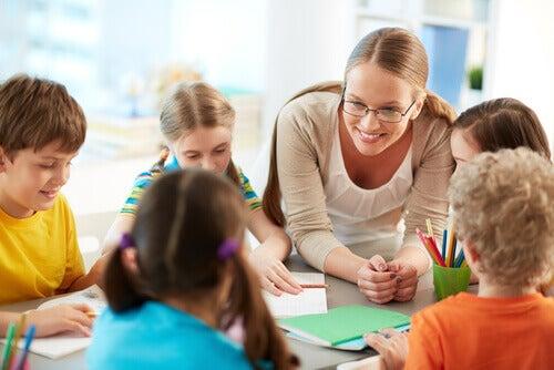 Une professeure face à ses élèves