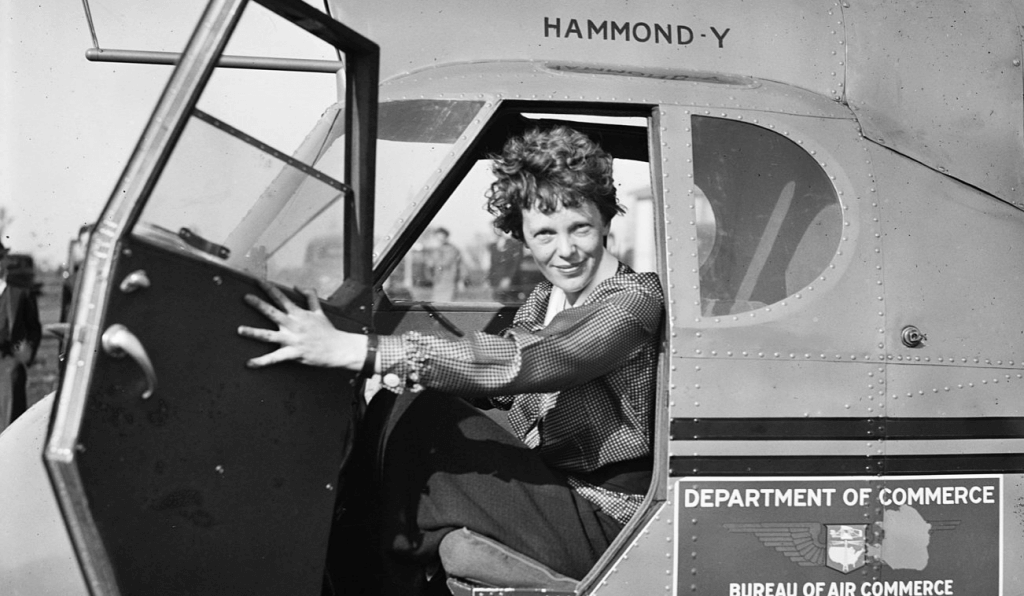 Amelia Earhart dans un avion