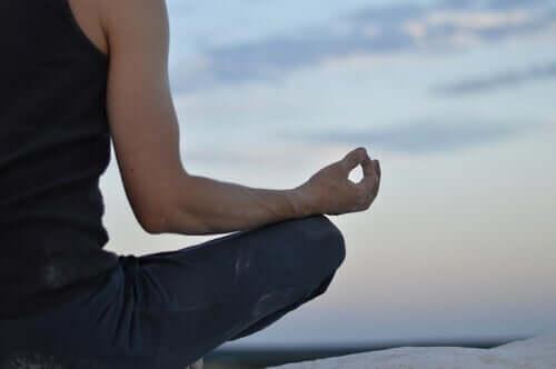 Imiter un moine zen en méditant
