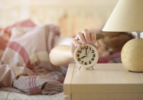 La routine de demain consiste à se lever une heure plus tôt