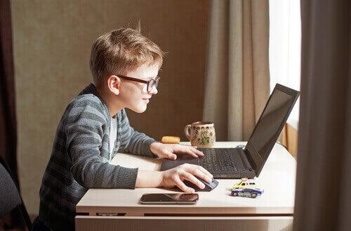 Scolarité en ligne : le cyber chaos entre parents et élèves