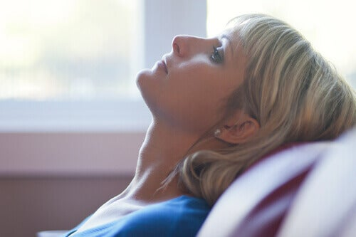 Une femme touchée par le stress économique.