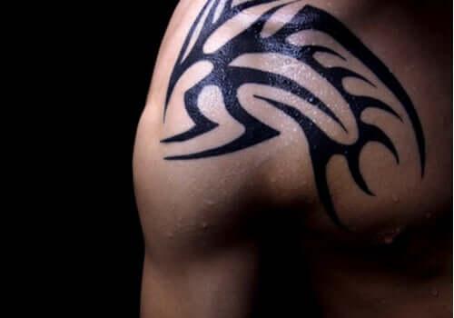 Le style tribal figure parmi les plus beaux styles de tatouages