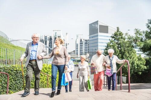 """Les villes """"age-friendly"""" : des villes adaptées aux personnes âgées et tournées vers le bien-être"""