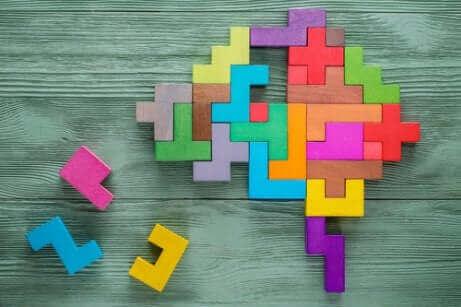 Un cerveau en forme de puzzle.
