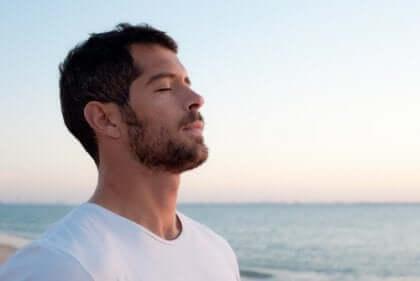 Pour prendre conscience de votre respiration, prenez le temps de la sentir