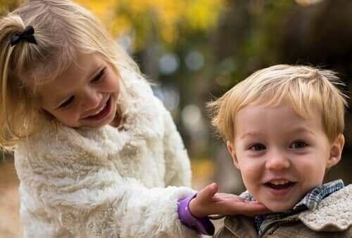 Les souvenirs d'enfance heureux apportent de la force émotionnelle à l'âge adulte