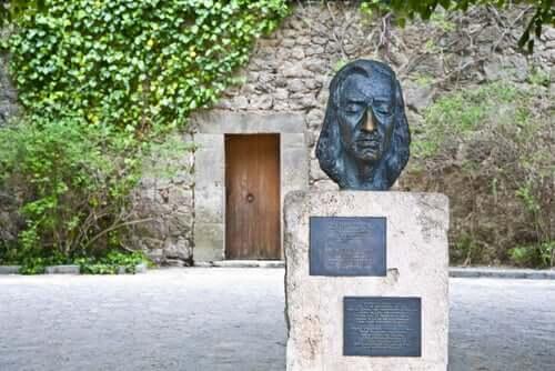 Une sculpture de Frédéric Chopin.