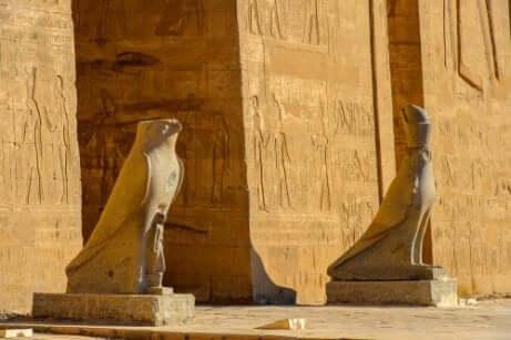 Cléopâtre et le temple d'Horus
