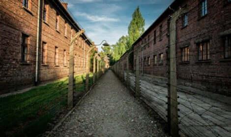 Mala et Edek à Auschwitz.