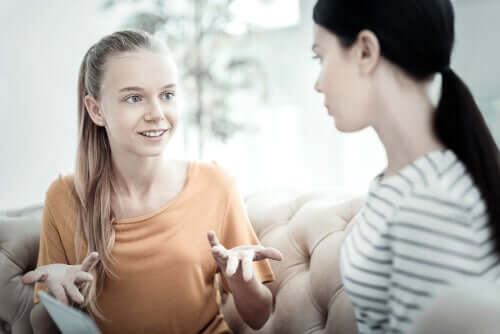 Deux adolescentes pendant une thérapie.