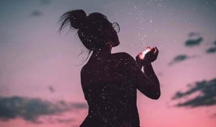 Une femme ayant compris que la vie se mesure en émotions.