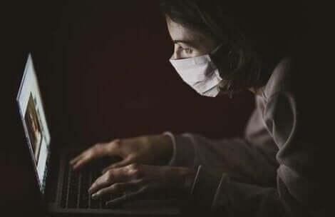 L'amour en période de pandémie passe par le virtuel.
