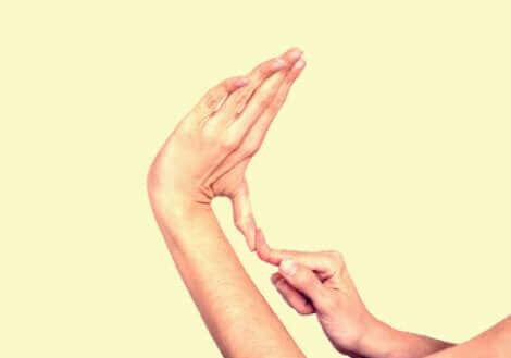 Le syndrome d'Ehlers Danlos et l'élasticité de la main.