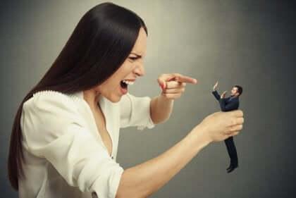 Le syndrome du grand homme chez les personnes narcissiques.