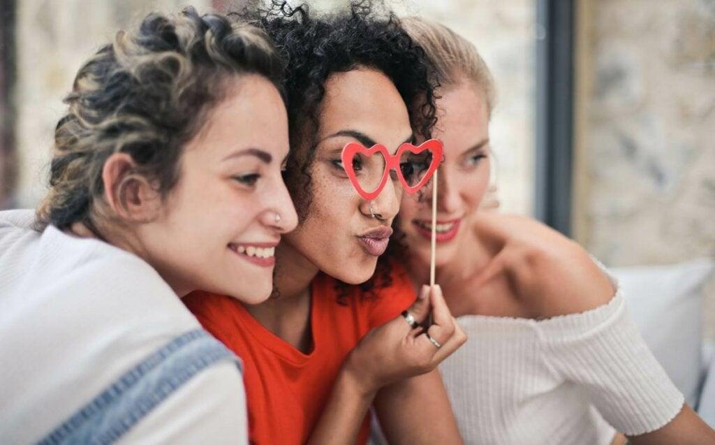Jalousie entre amis : comment se manifeste-t-elle ?
