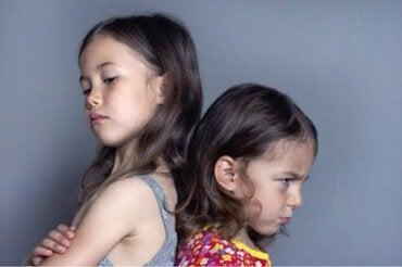 La jalousie infantile : symptômes et stratégies