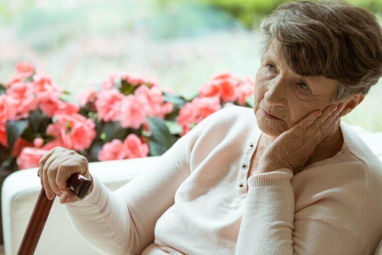 L'âge d'apparition fait partie des différences entre l'Alzheimer et Parkinson.