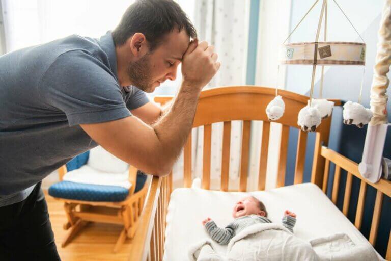 Devenir père provoque des changements hormonaux.
