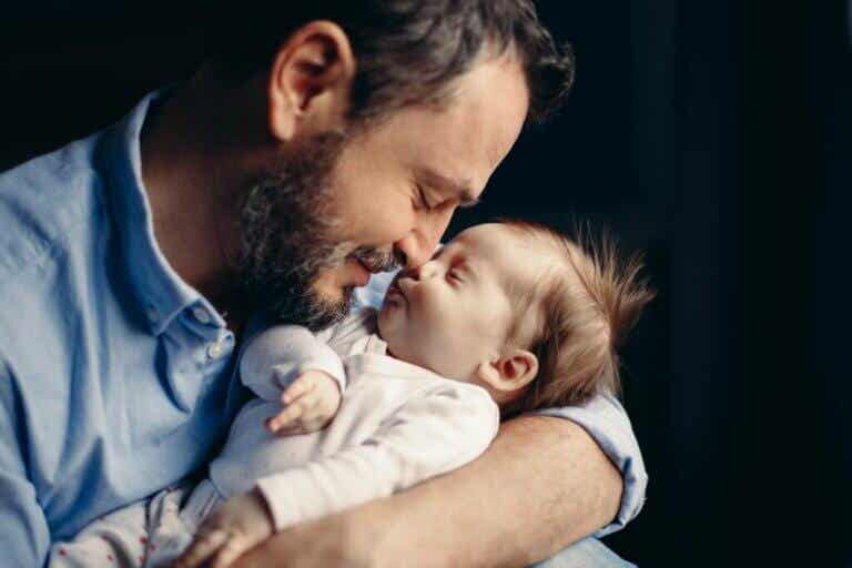 Devenir père produit des changements hormonaux