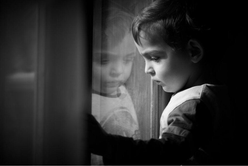 Un enfant triste peut cacher un trouble d'intériorisation.