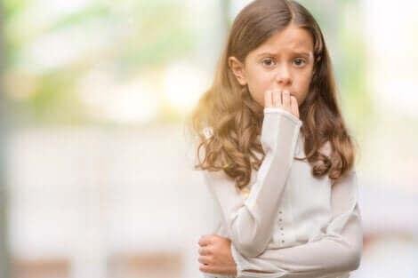 Les enfants des familles surprotectrices ressentent un manque d'amour.