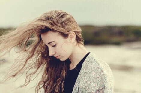 Insécurité et faible estime de soi : vivre au bord du gouffre