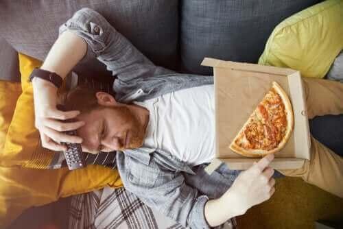 Manger par ennui : le lien avec les émotions.