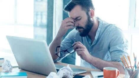 L'addiction au travail fait partie des addictions comportementales.