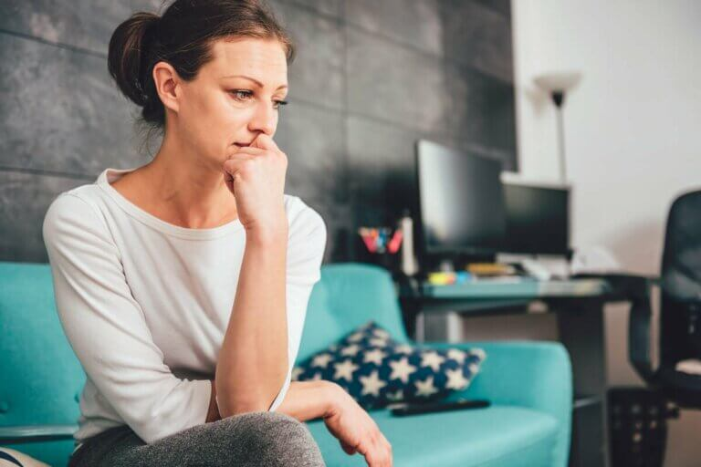 Une femme qui souffre d'une névrose.
