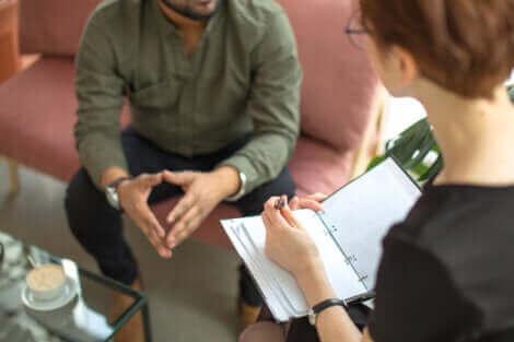 La thérapie psychologique permet de traiter une phobie.