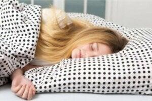 Pourquoi les ados ont-ils autant besoin de sommeil ?