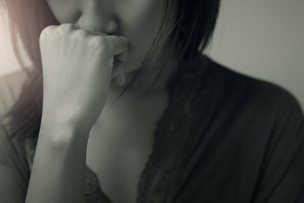 Une femme attristée.