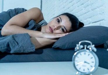 Sommeil interrompu : plus dangereux que de dormir peu