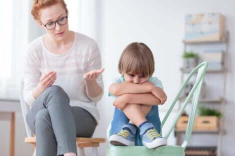 Un enfant qui souffre du trouble désintégratif.