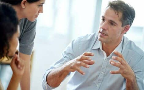 Les aspects du leadership transformationnel.
