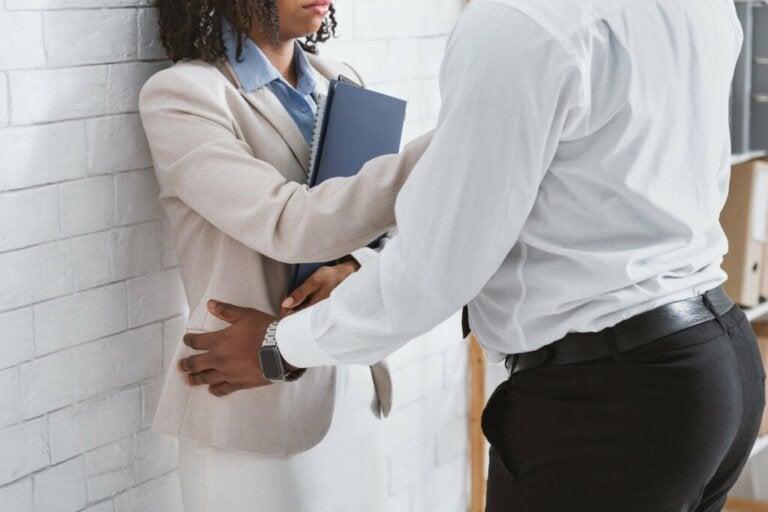 Harcèlement sexuel au travail, comment réagir ?