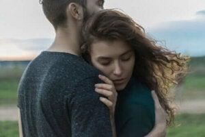 Le contact physique peut combattre le stress et la tristesse