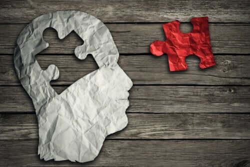 Une illustration d'un cerveau dans lequel manque une pièce d'un puzzle.