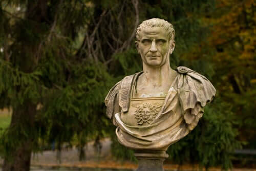 Le buste de Jules César.