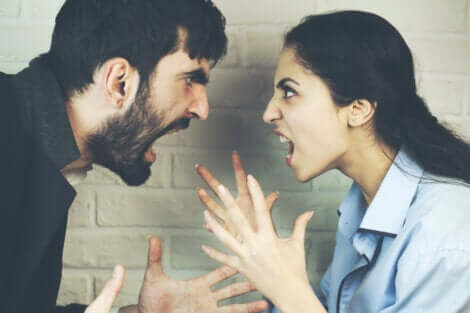 La violence dans les relations intimes.