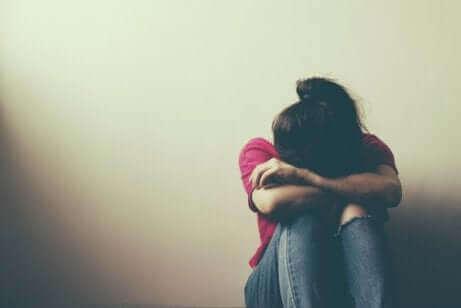 Une adolescente triste.